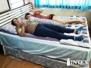 ที่นอนเป่าลมไฟฟ้า intex 4-min