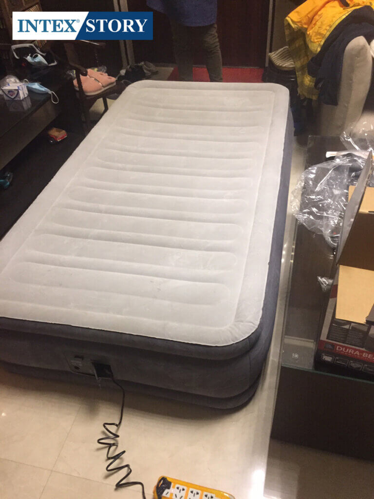 ที่นอนเป่าลมไฟฟ้า Intex 3.5 ฟุต รุ่น Comfort Plush 67766 - 4
